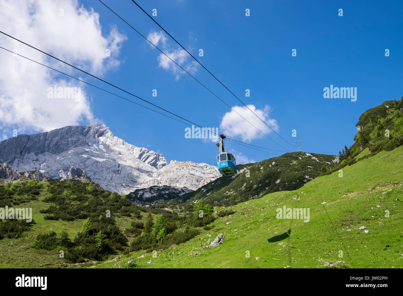 Hochalmbahn cable car cabin coming down the mountain, Hochalm, Kreuzeck, Zugspitzland, Bavaria, Germany Stock Photo