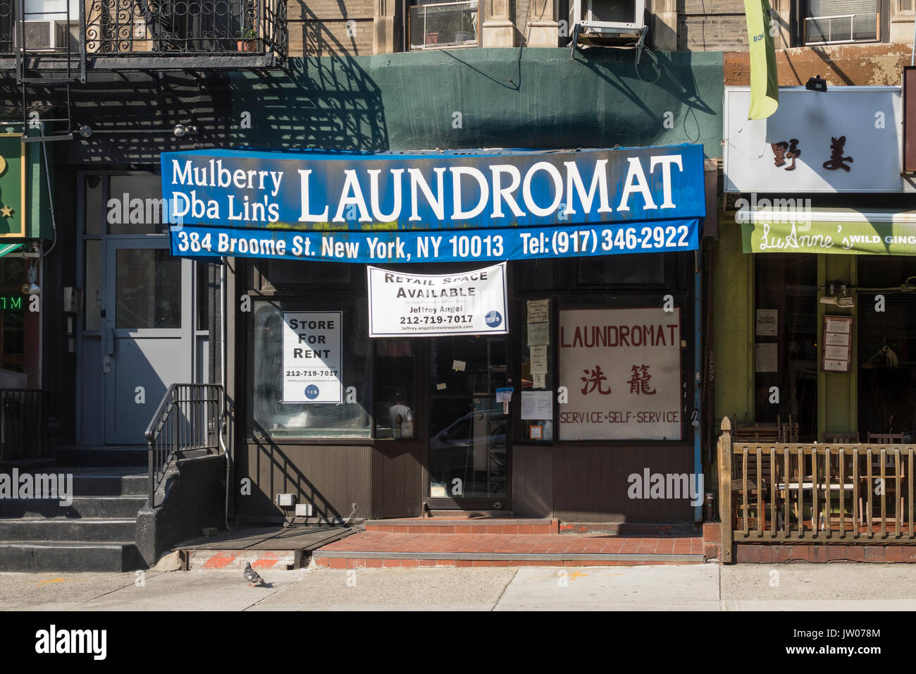 Another Manhattan laundromat gone out of business because of higher rents - Stock Image
