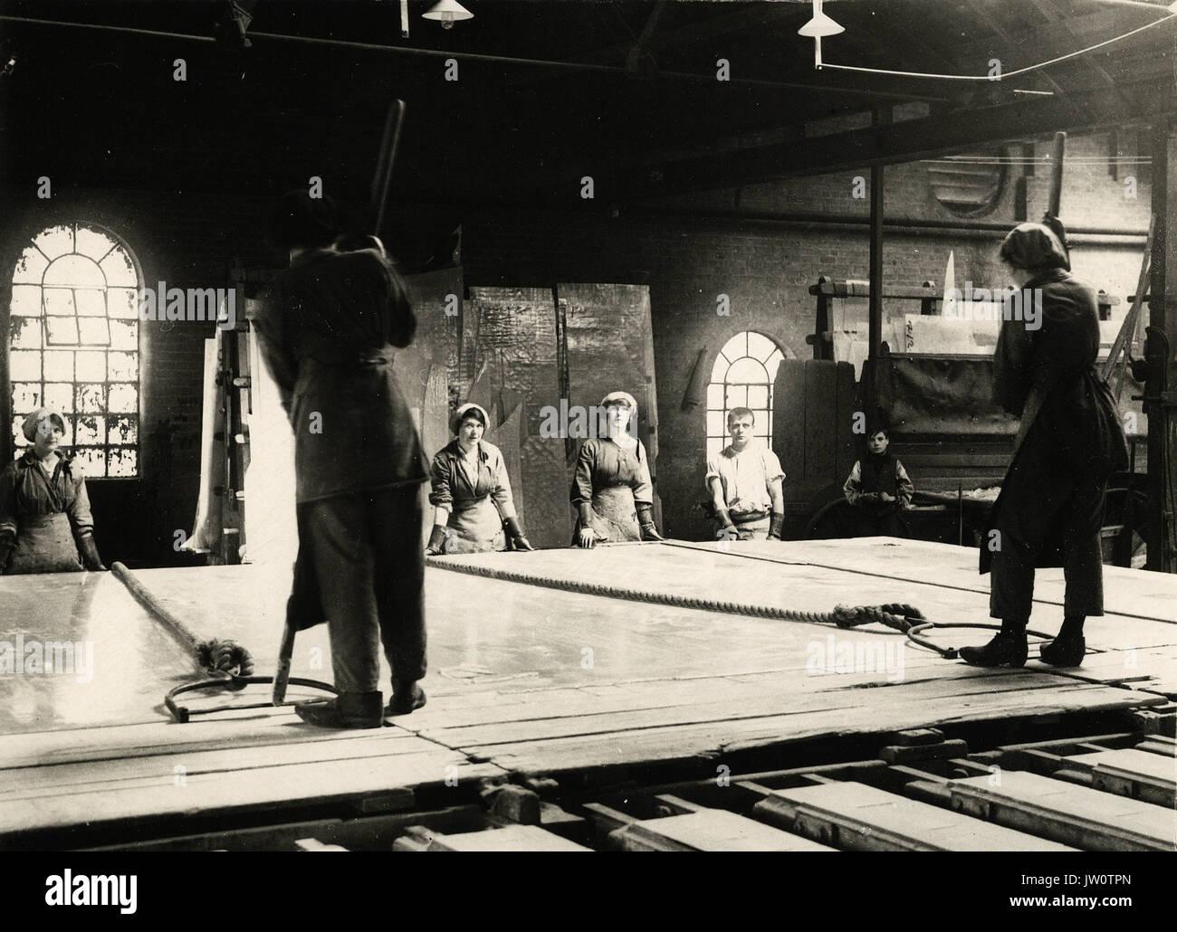 British women Glass Workers - Alternative Title: Women's Work - Stock Image