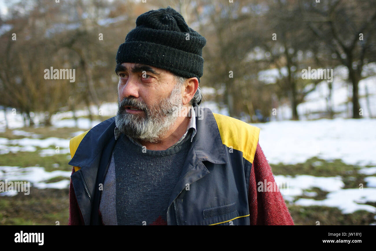 Old man with beard and beany looking left - Stock Image
