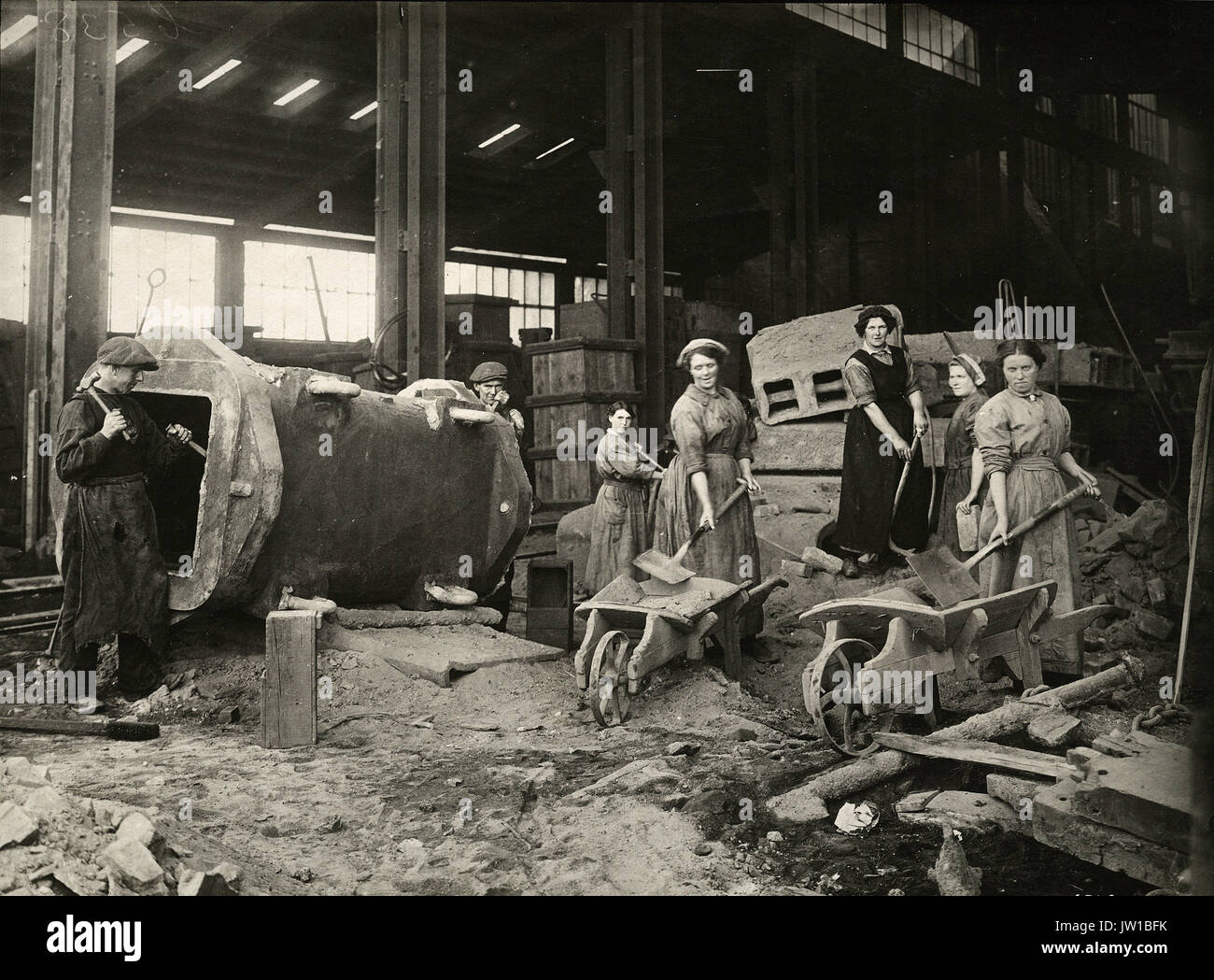Women engaged in labouring work in dressing shop - Alternative Title: What the daughters of Britain are doing - Stock Image