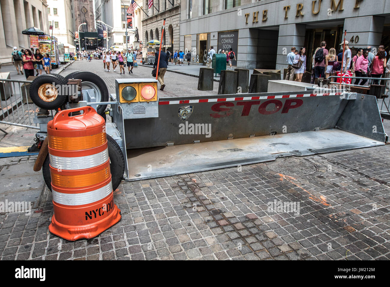 Police barricade prevents automotive access on Wall street. - Stock Image