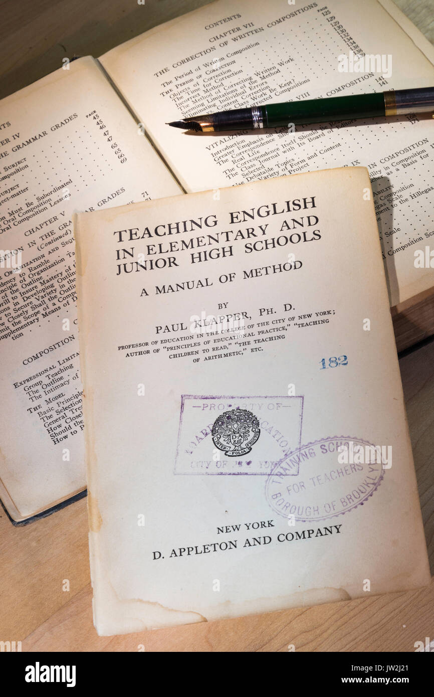 1915 Edition of 'Teaching English in Elementary and Junior High Schools' Book by Paul Klapper, USA - Stock Image