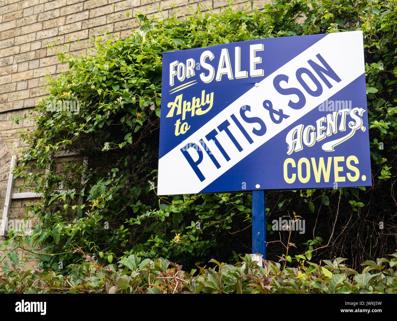 Traditional Estate Agents Sign, Cowes, Isle of Wight, England - Stock Image