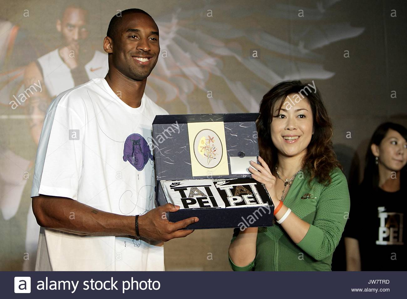 Kobe Bryant at the opening ceremony of Nike s flagship store in Taipei 6ac4534e5e6f