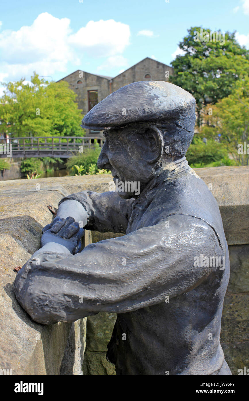 Sculpture of a Canal Boat Worker or 'Bargee' overlooking the Leeds & Liverpool canal at Wigan Pier - Stock Image
