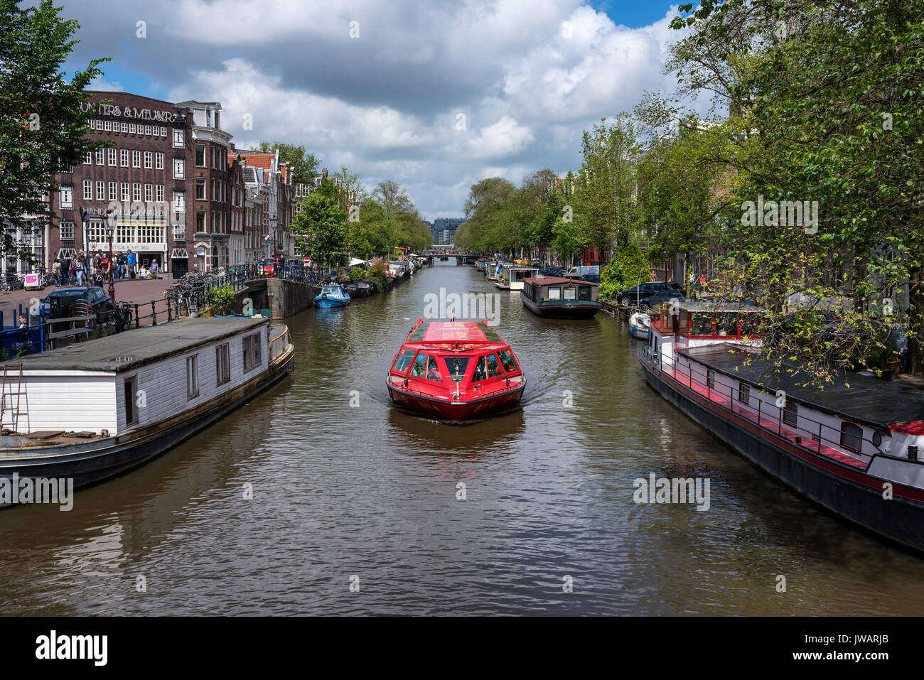 The Prinsengracht with a canal boat, Amsterdam, North Holland, Netherlands - Stock Image
