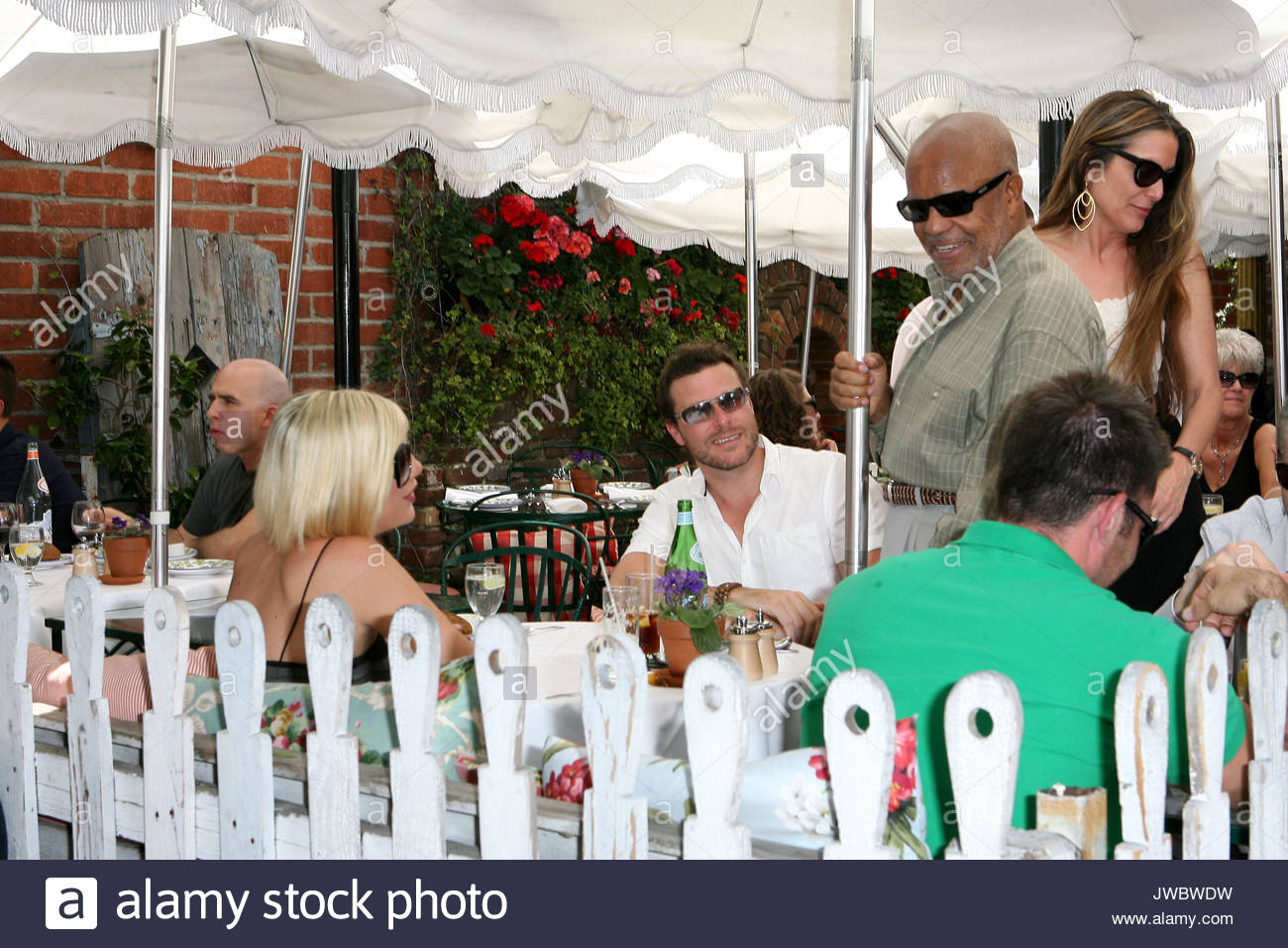 Tamla motown founderberry gordy had lunch at the ivy on friday tamla motown founderberry gordy had lunch at the ivy on friday with a couple of friends before leaving he went over to greet tori spelling and her m4hsunfo