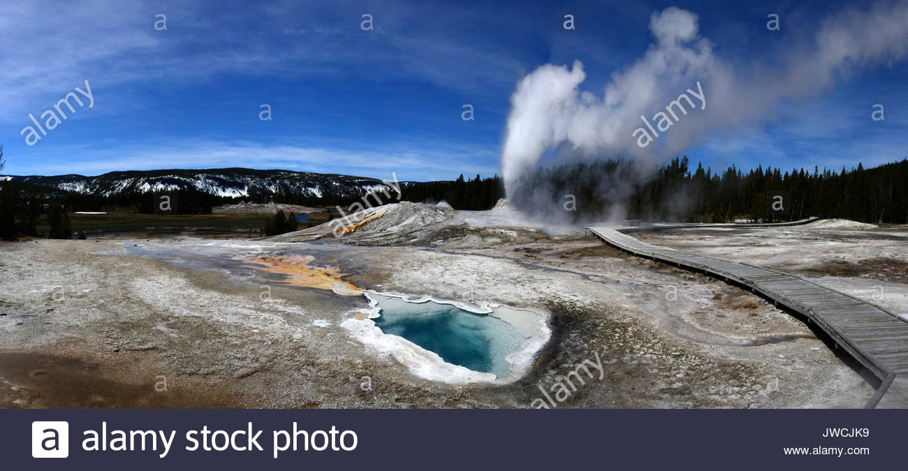 Thermal Pool with Geyser erupting in the background - Stock Image