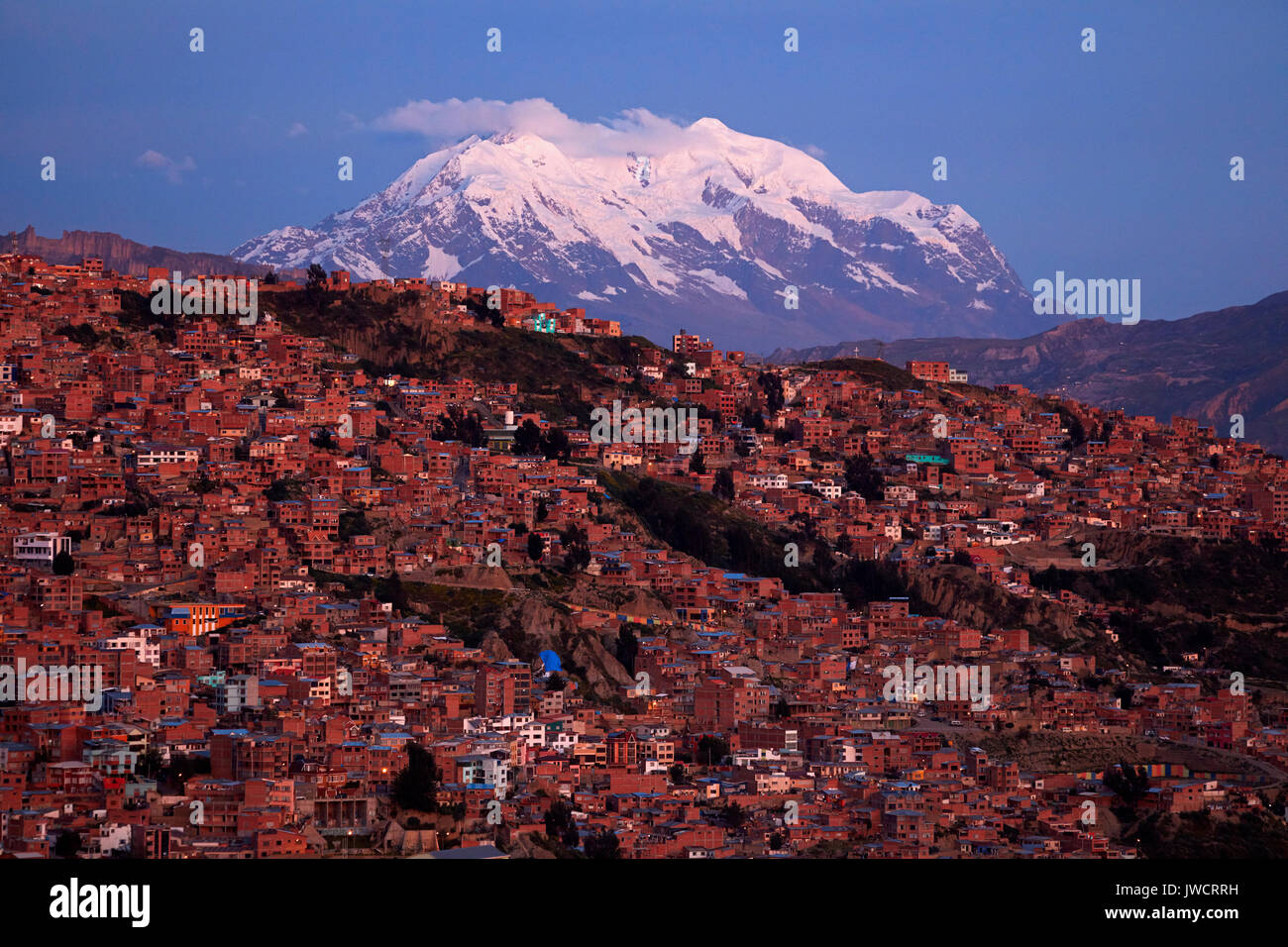 Illimani (6438m/21,122ft), and houses of La Paz, Bolivia, South America - Stock Image