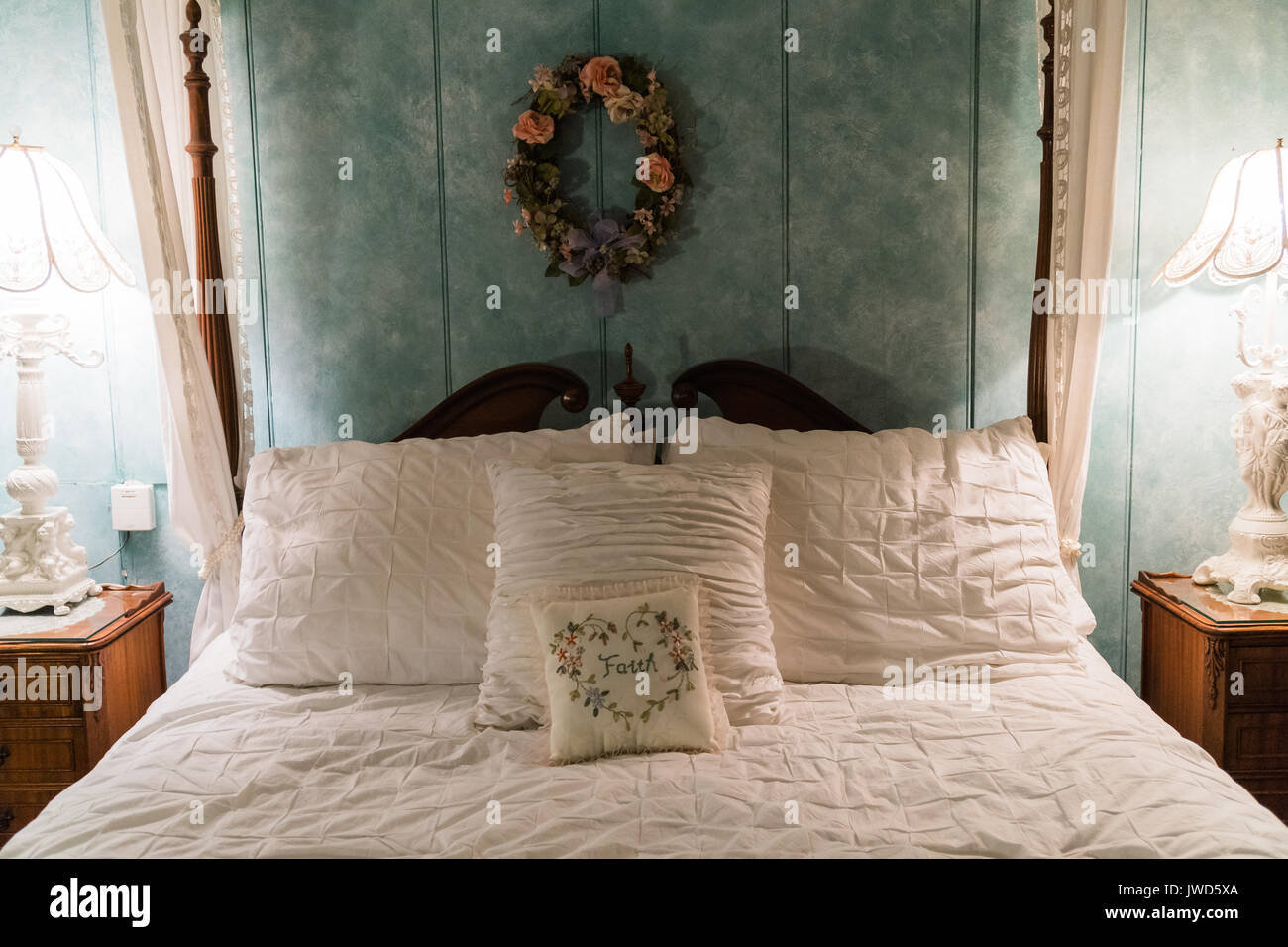 Cute vintage four poster bed and decorations in a bedroom in ...