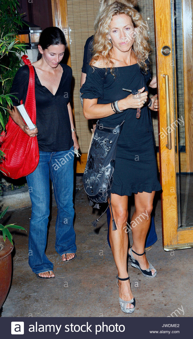 Courteney Cox Arquette And Sheryl Crow Singer Sheryl Crow