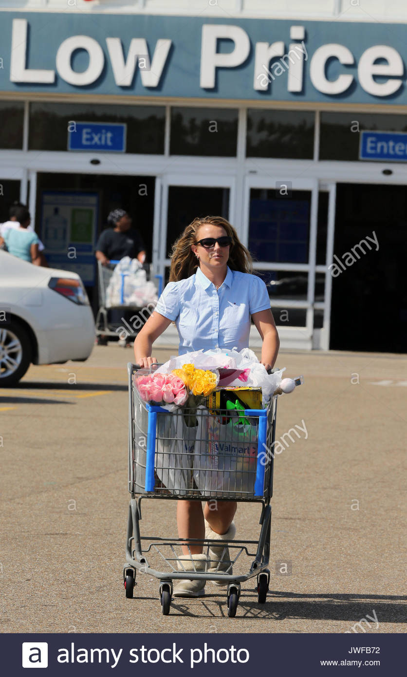 Britney spears britney spears shops for easter gifts in her britney spears shops for easter gifts in her hometown of kentwood la negle Gallery