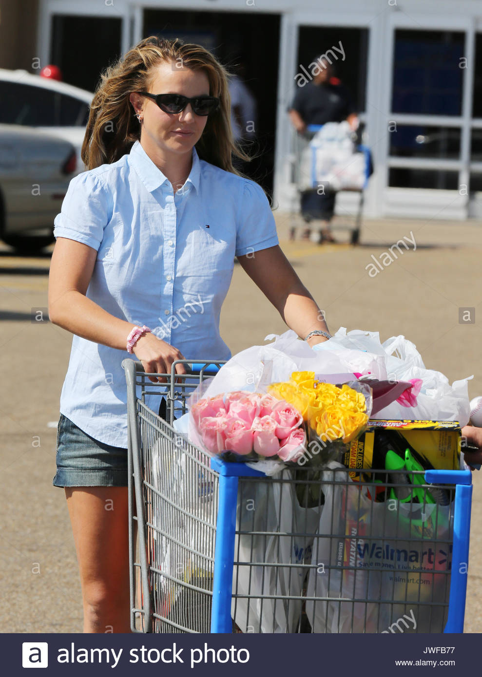 Britney spears britney spears shops for easter gifts in her britney spears shops for easter gifts in her hometown of kentwood la the singer stopped off at walmart to buy flowers and gifts for her family negle Images