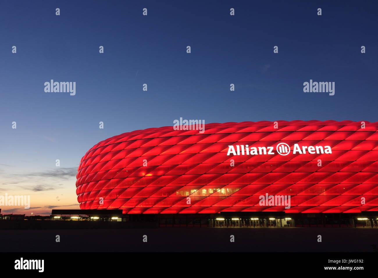 Deutschland, München, Fussballstadion, Allianz Arena,.erbaut 2002-2005, Architekten, Herzog und de Meuron, Covertex Aussenhülle - Stock Image