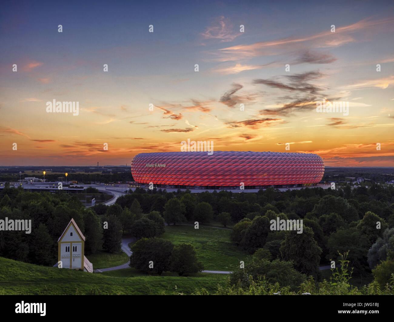 Deutschland, München, Fussballstadion, Allianz Arena, erbaut 2002-2005, Architekten, Herzog und de Meuron, Covertex Aussenhülle - Stock Image