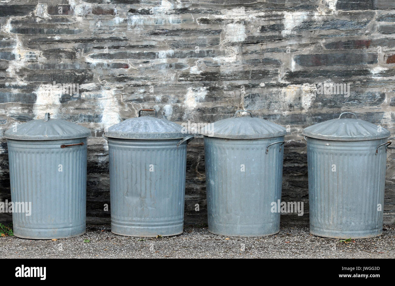 Dustbins Stock Photos & Dustbins Stock Images - Alamy