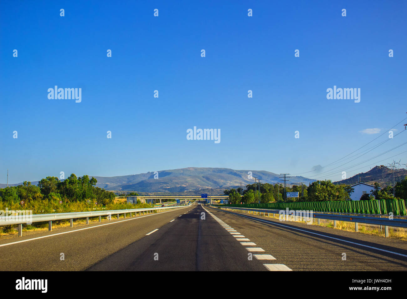 Autovía N-66. Road, horizon, car. Spain. Picture taken – 29 july 2017. - Stock Image