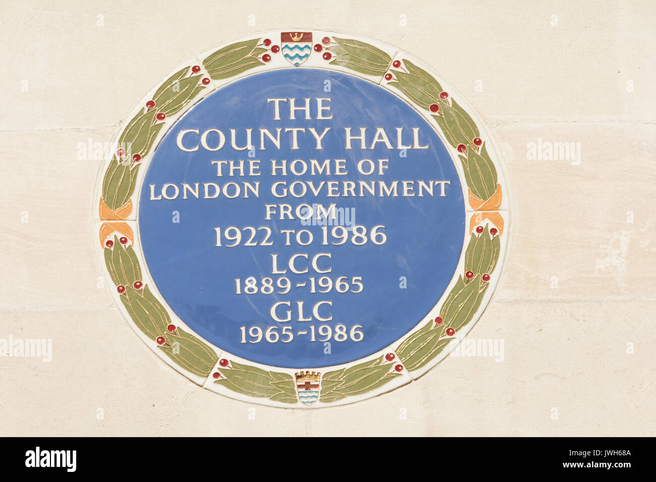 A Blue Plaque outside the former County Hall and home of London Local Government from 1922-1986. Stock Photo
