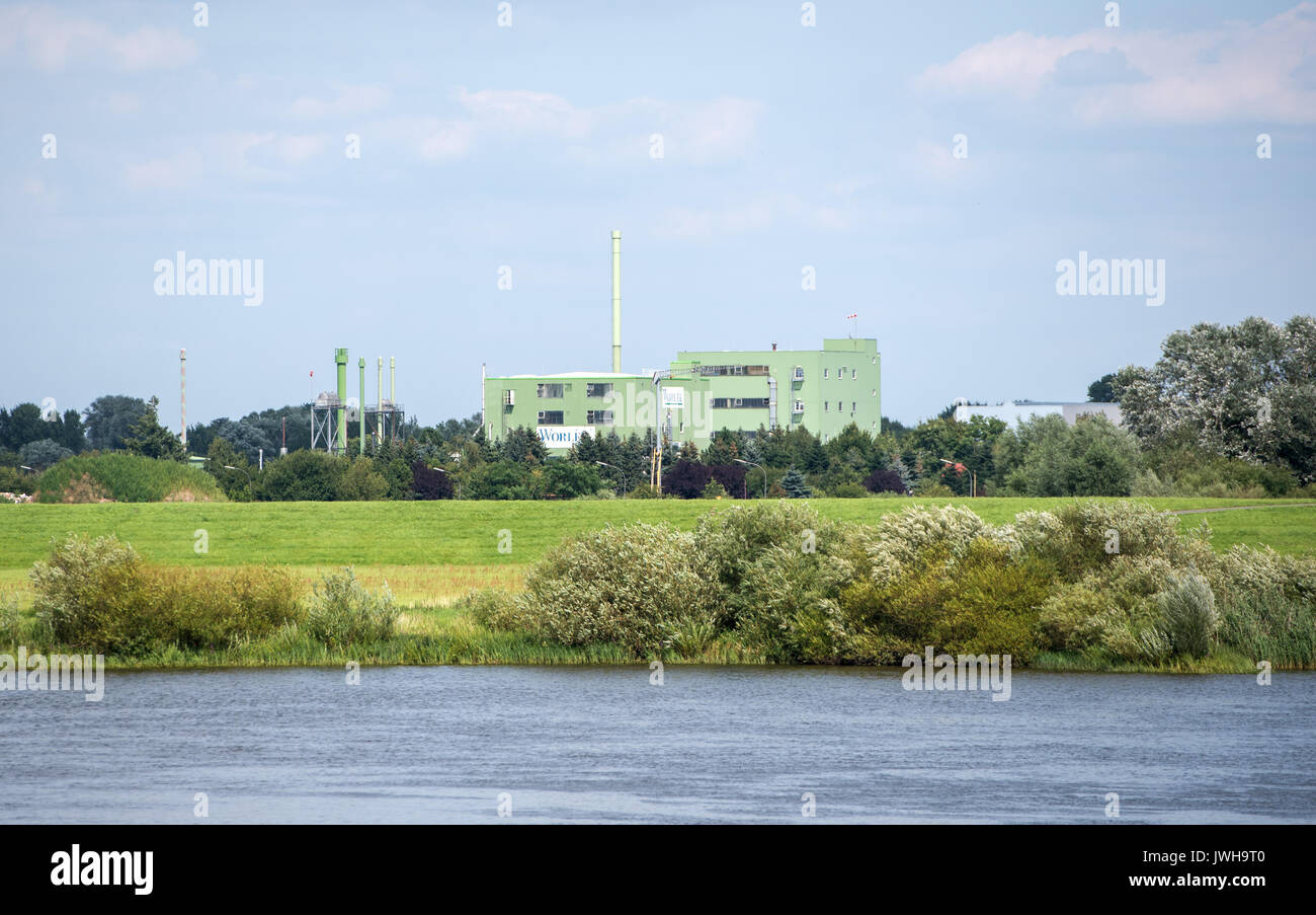 Lauenburg, Germany. 7th Aug, 2017. A view of the industrial zone outside the town of Lauenburg, Germany, 7 August 2017. The town faced the 'Flood of the Century' 15 years ago. Photo: Daniel Bockwoldt/dpa/Alamy Live News - Stock Image
