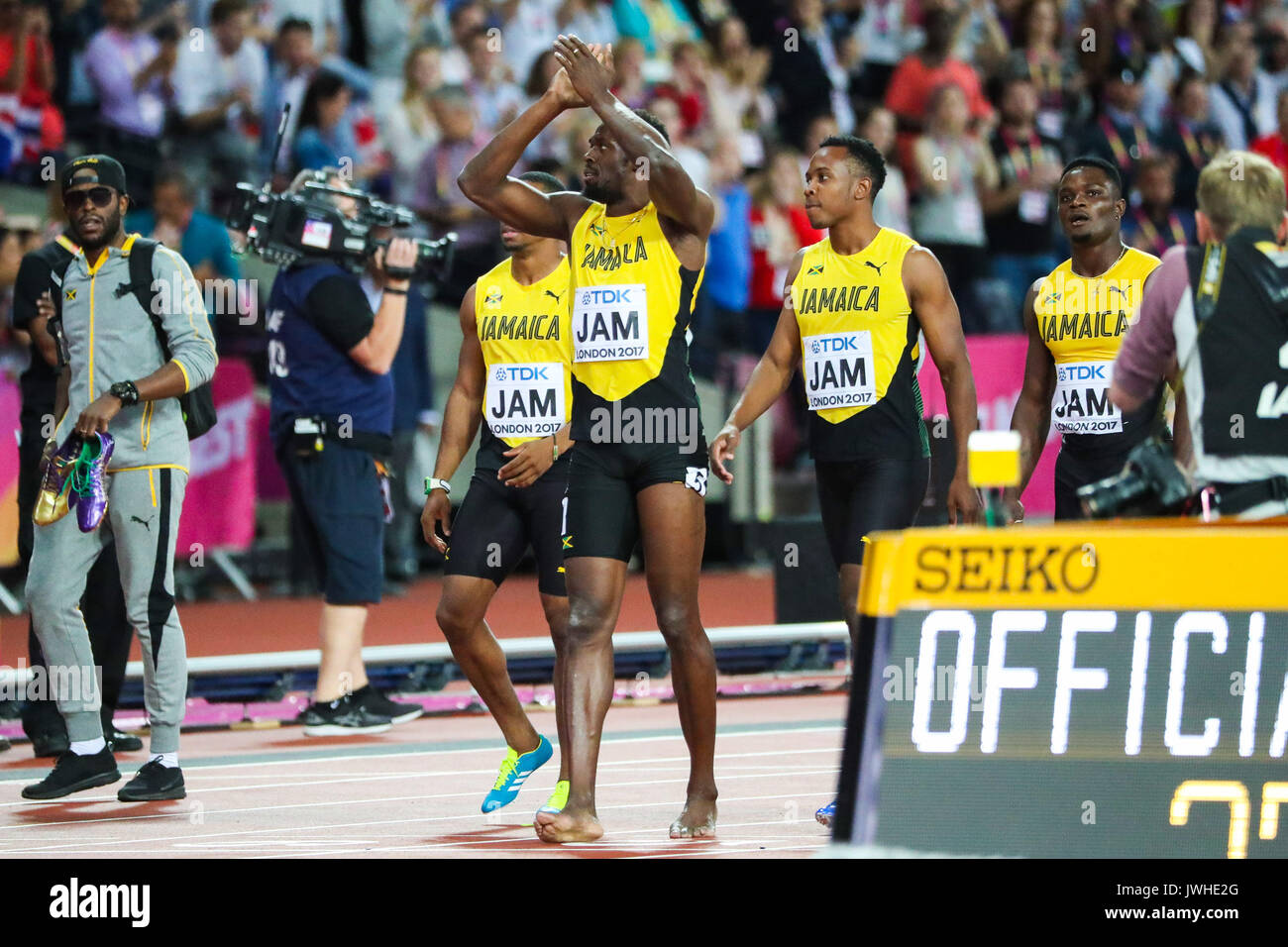 London, UK. 12th Aug, 2017. London, August 12 2017 . Usai Bolt applauds the crowd as he crosses the finish line assisted by his teammates after suffering an injury to his hamstring as he ran the final 100m in the men's 4x 100m relay on day nine of the IAAF London 2017 world Championships at the London Stadium. Credit: Paul Davey/Alamy Live News - Stock Image
