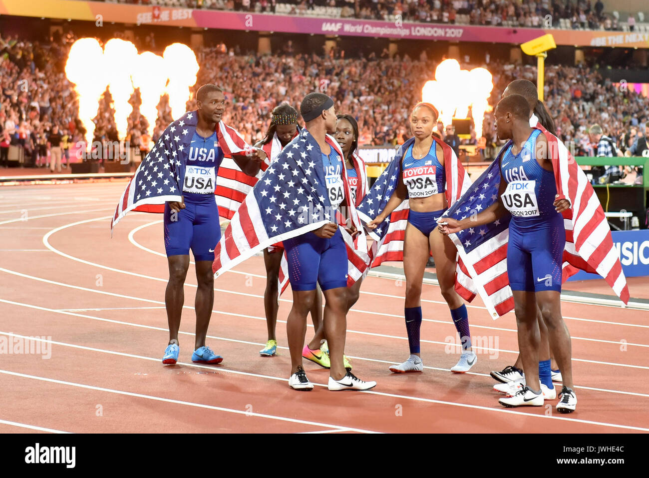 London, UK.  12 August 2017. Team USA celebrate their gold in the women's 4x100m relay and silver in the men's 4 x100m relay at the London Stadium, on day nine of The IAAF World Championships London 2017.  Credit: Stephen Chung / Alamy Live News - Stock Image