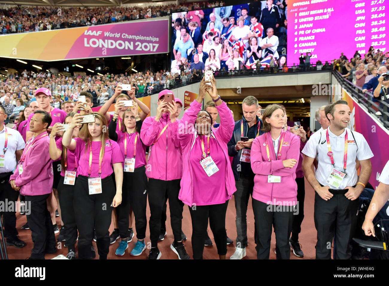 London, UK.  12 August 2017. Volunteers celebrate GB's results in the 4x100m relays at the London Stadium, on day nine of The IAAF World Championships London 2017. Credit: Stephen Chung / Alamy Live News - Stock Image