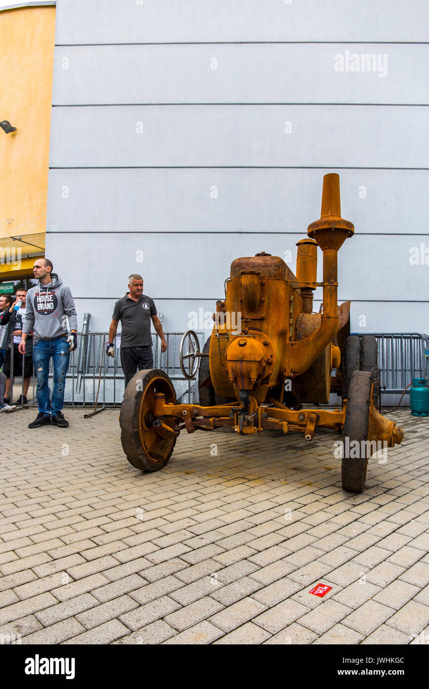 Bielsko-Biala, Poland. 12th Aug, 2017. International automotive trade fairs - MotoShow Bielsko-Biala. Front of an old german Lanz Bulldog tractor. Credit: Lukasz Obermann/Alamy Live News - Stock Image