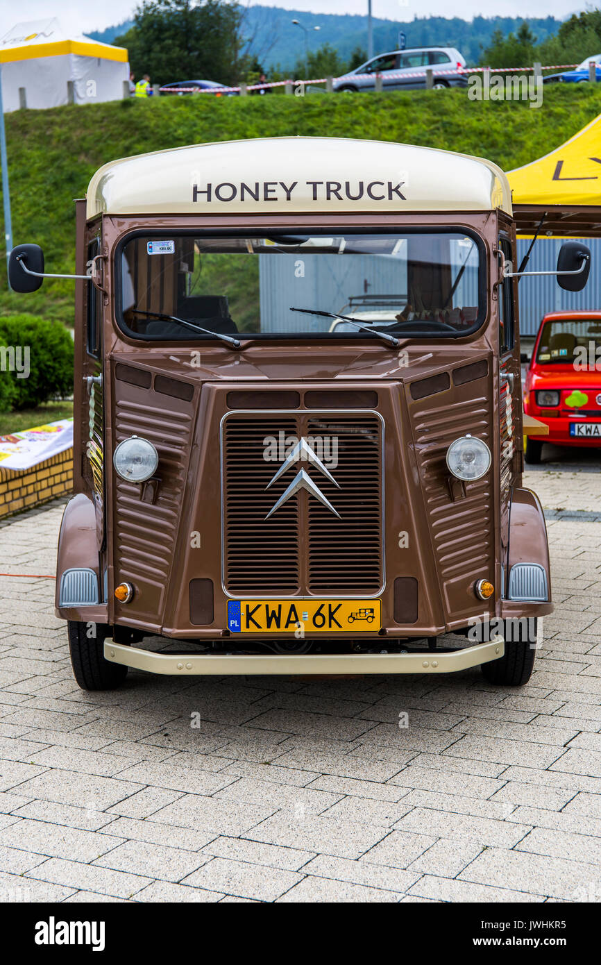 Bielsko-Biala, Poland. 12th Aug, 2017. International automotive trade fairs - MotoShow Bielsko-Biala. Old bus Citroen H with 'honey truck' caption. Credit: Lukasz Obermann/Alamy Live News - Stock Image