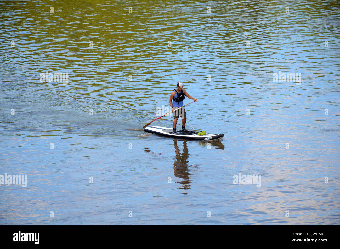 London, UK. 13th Aug, 2017. Sunny Sunday afternoon on Putney Bridge. Credit: JOHNNY ARMSTEAD/Alamy Live News Stock Photo
