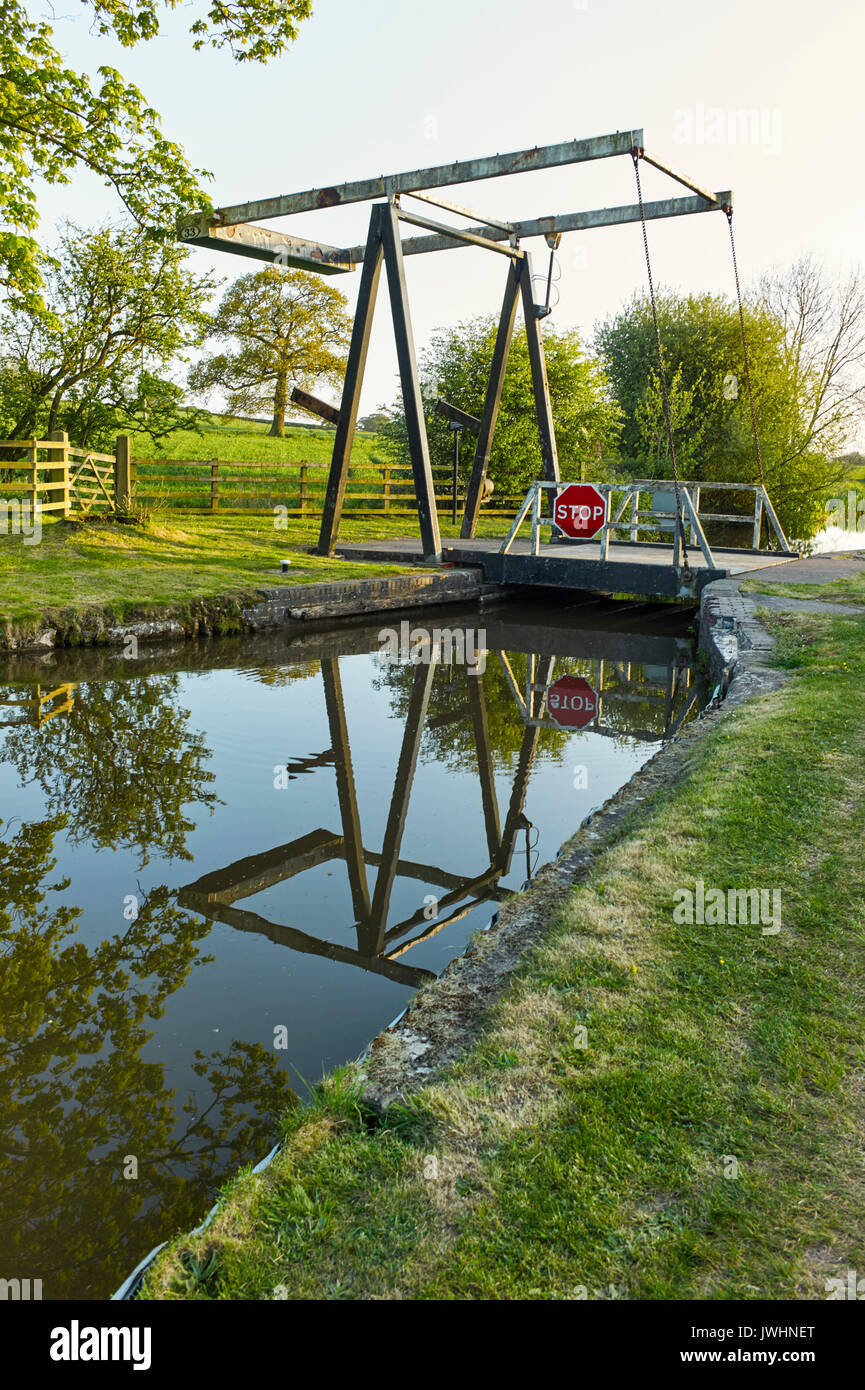 Lift bridge near Whitchurch on the Llangollen canal - Stock Image