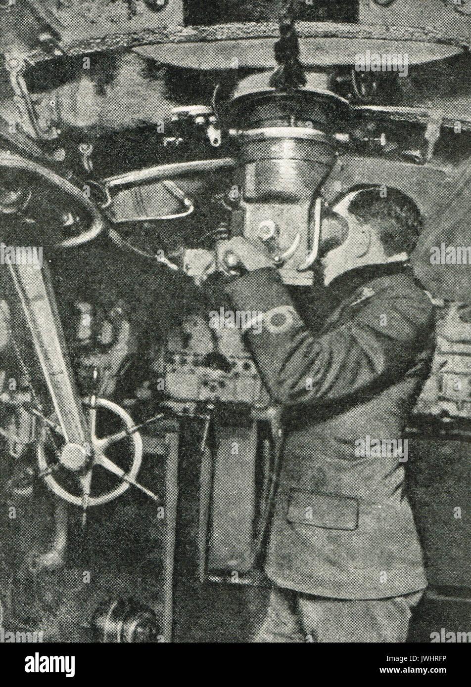 German officer using periscope, WW1 - Stock Image