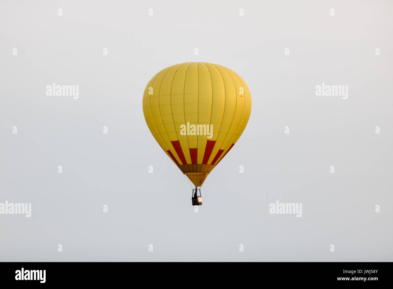 Hot Air Balloon Basket Isolated Stock Photos & Hot Air Balloon ...
