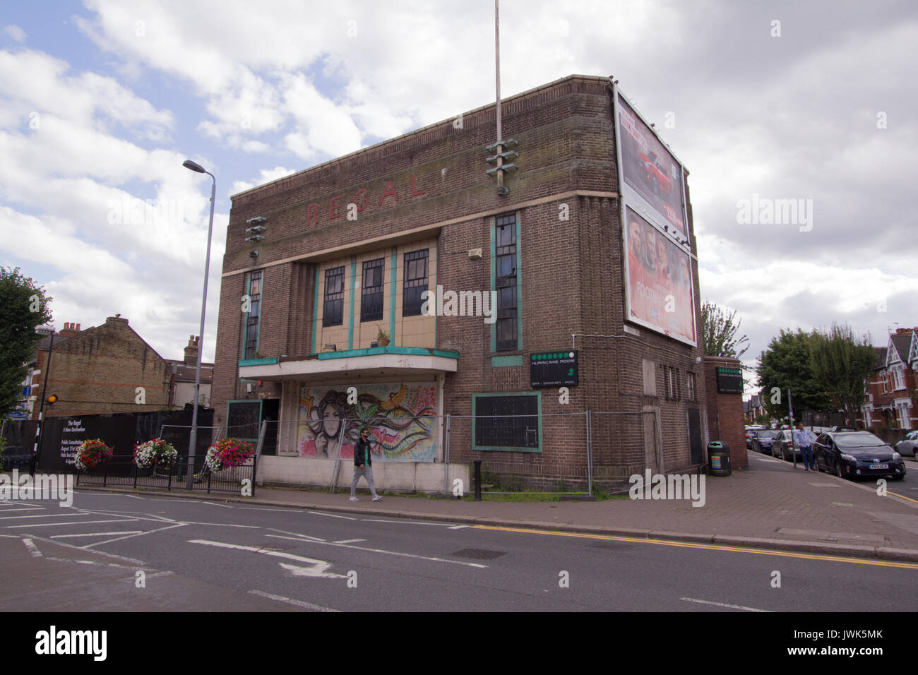 Regal cinema building, HIghams Park, London, UK, old picture house cinema, now used as snooker hall - Stock Image