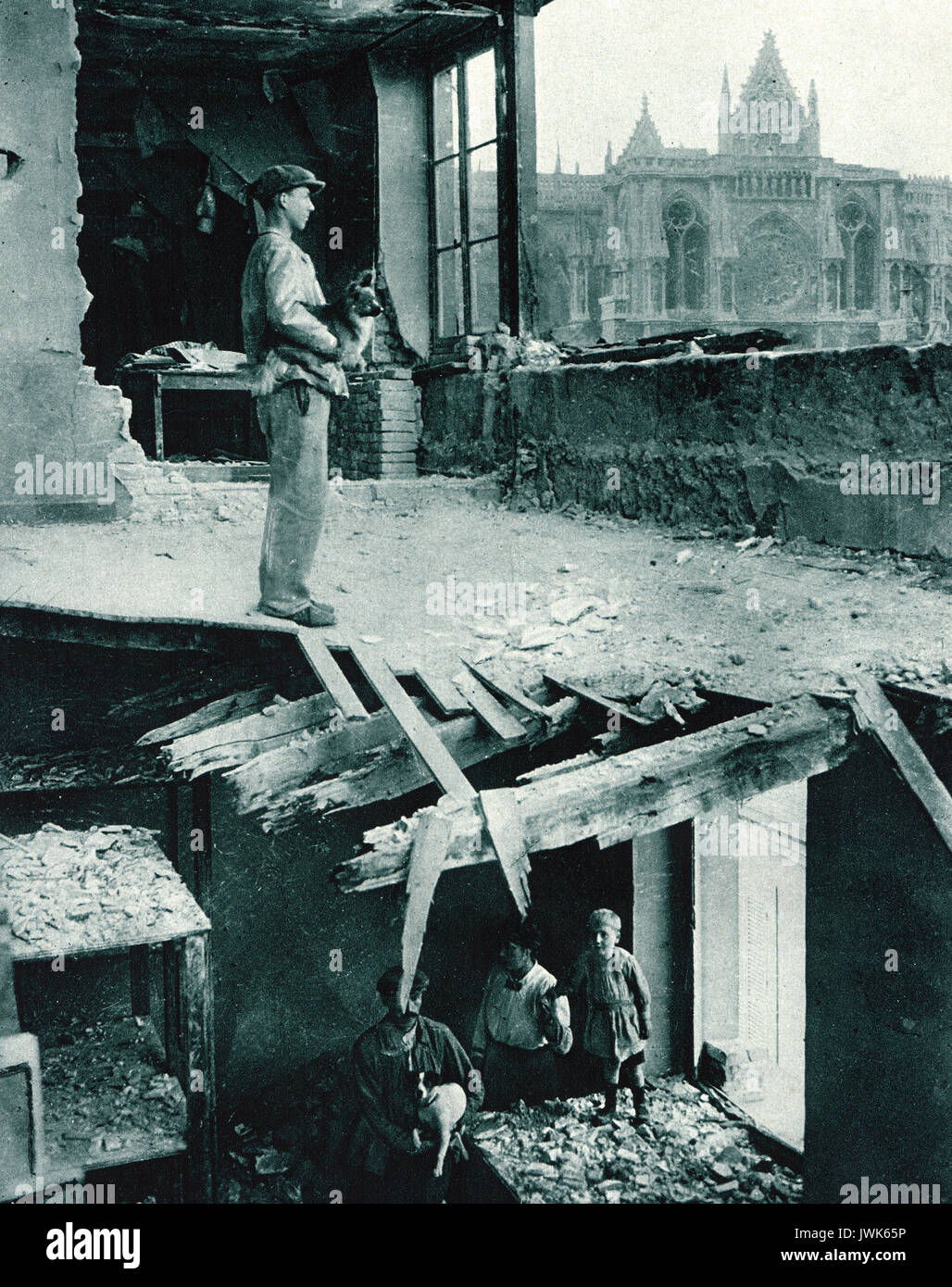 Shattered house near cathedral in Reims, WW1 - Stock Image