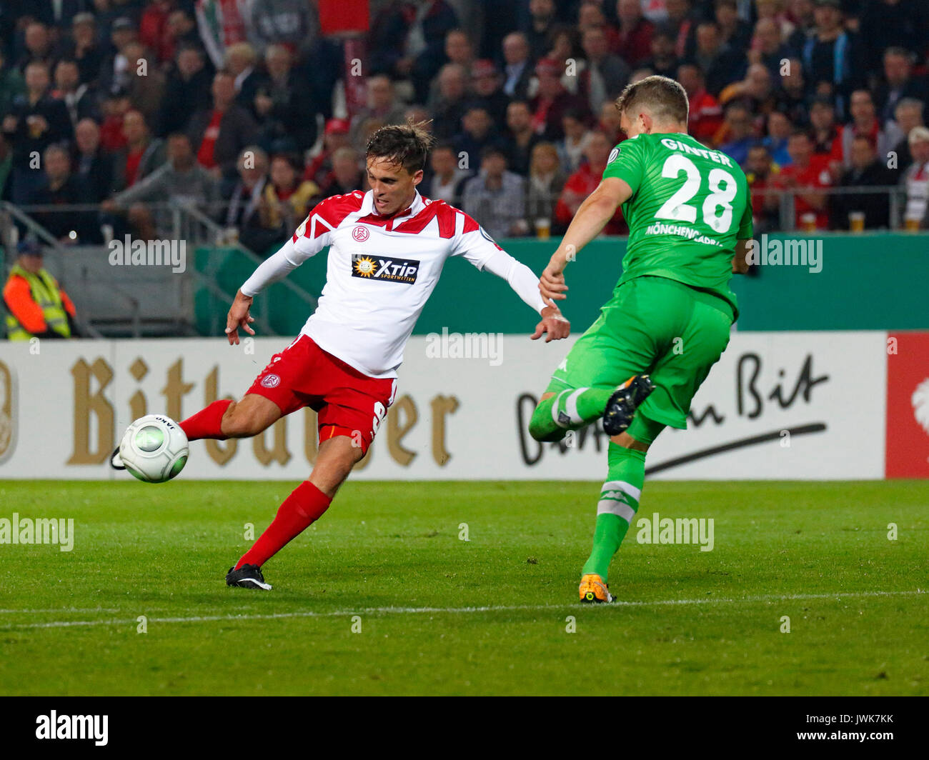 sports, football, DFB Cup, 2017/2018, Round 1, Rot Weiss Essen vs Borussia Moenchengladbach 1:2, Stadium Essen, scene of the match, Marcel Platzek (RWE) left shooting on goal and Matthias Ginter (MG) - Stock Image