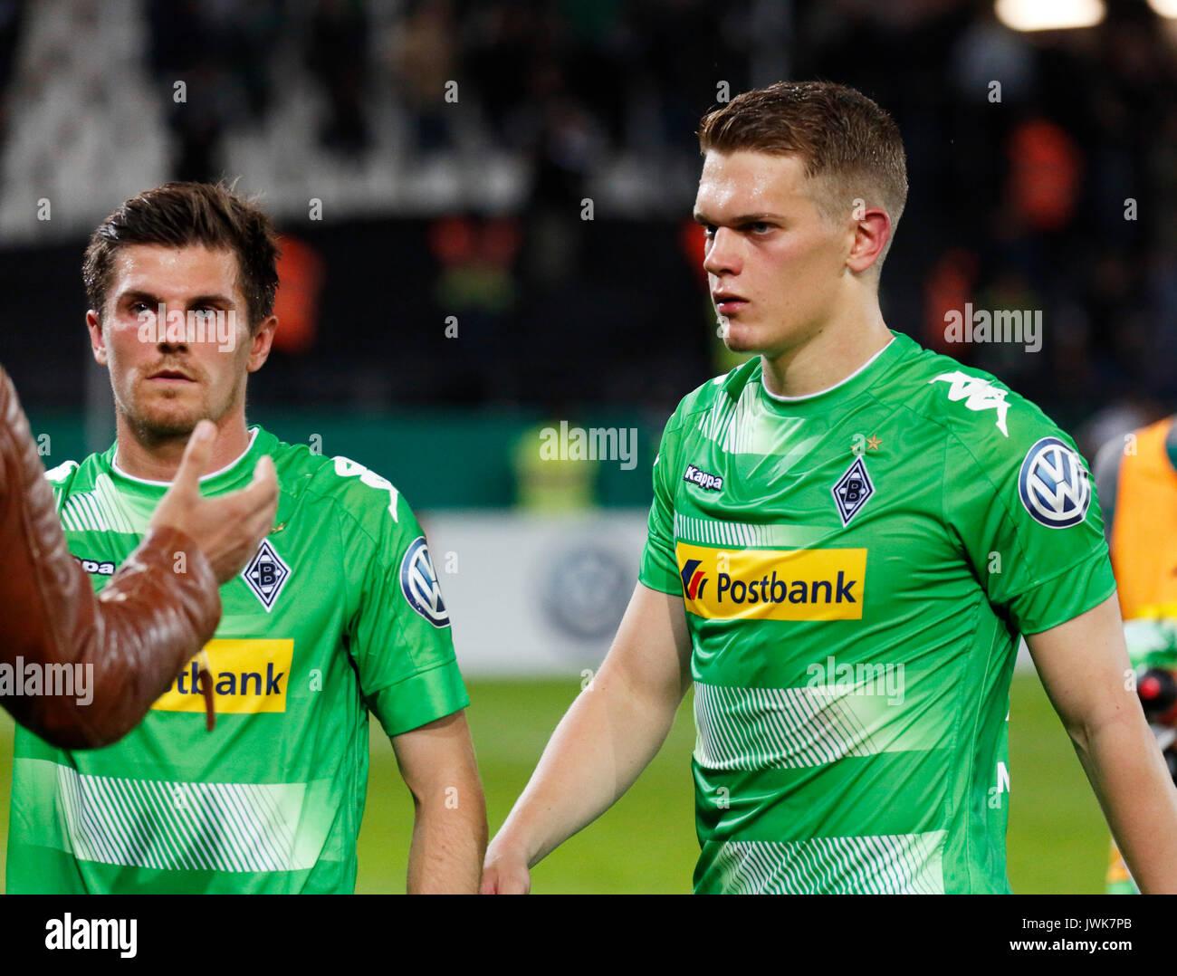 sports, football, DFB Cup, 2017/2018, Round 1, Rot Weiss Essen vs Borussia Moenchengladbach 1:2, Stadium Essen, leaving, Matthias Ginter (MG) right and Jonas Hofmann (MG) - Stock Image