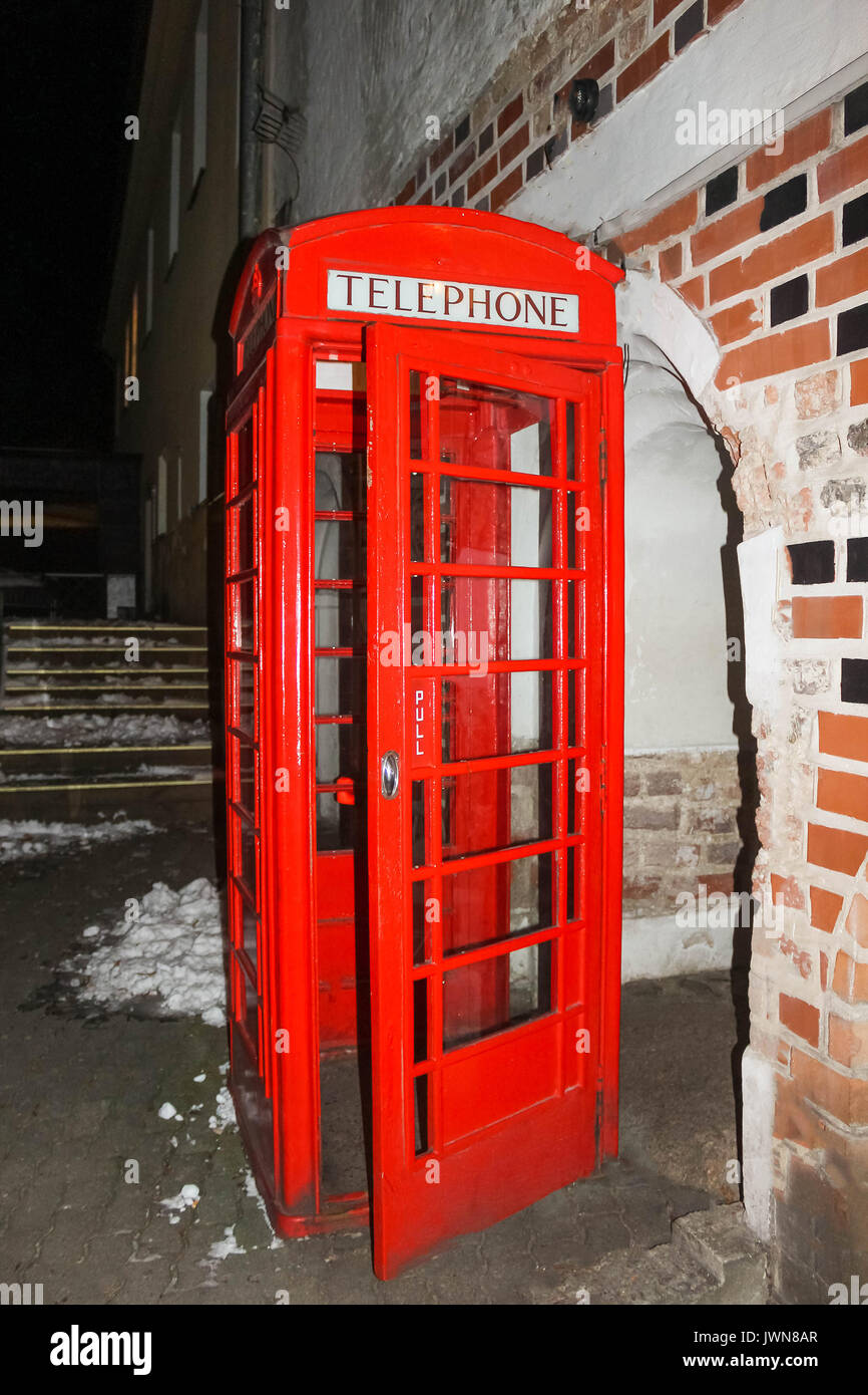 Traditional old style UK red phone box - Stock Image