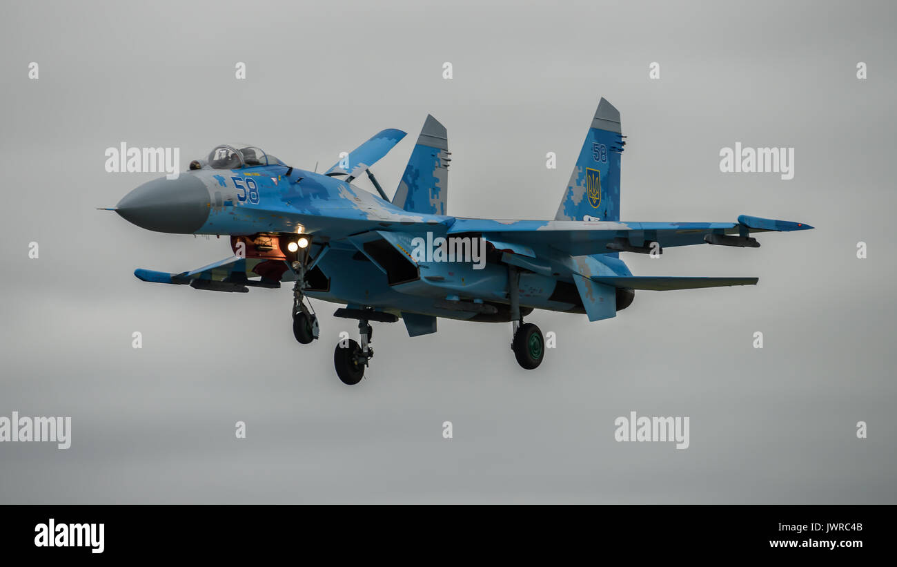 SU-27 Flanker landing - Stock Image