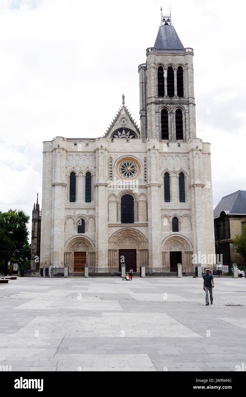 Saint Denis Gard: Basilica Of Saint Denis Images Stock Photos & Basilica Of