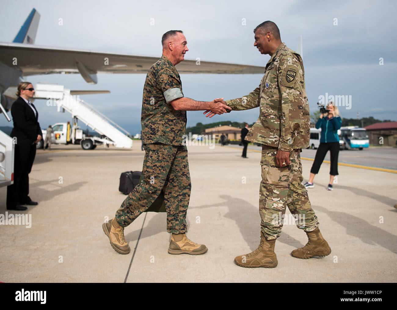 U.S. Chairman of the Joint Chiefs Gen. Joseph Dunford, left, is greeted by Army Gen. Vincent Brooks, commander, U.S. Forces Korea, on arrival at Osan Air Base August 13, 2017 in Pyeongtaek, Gyeonggi-do, South Korea. Dunford is meeting military leaders in the Asia-Pacific region as tensions rise with North Korea over nuclear and ballistic missiles tests. - Stock Image