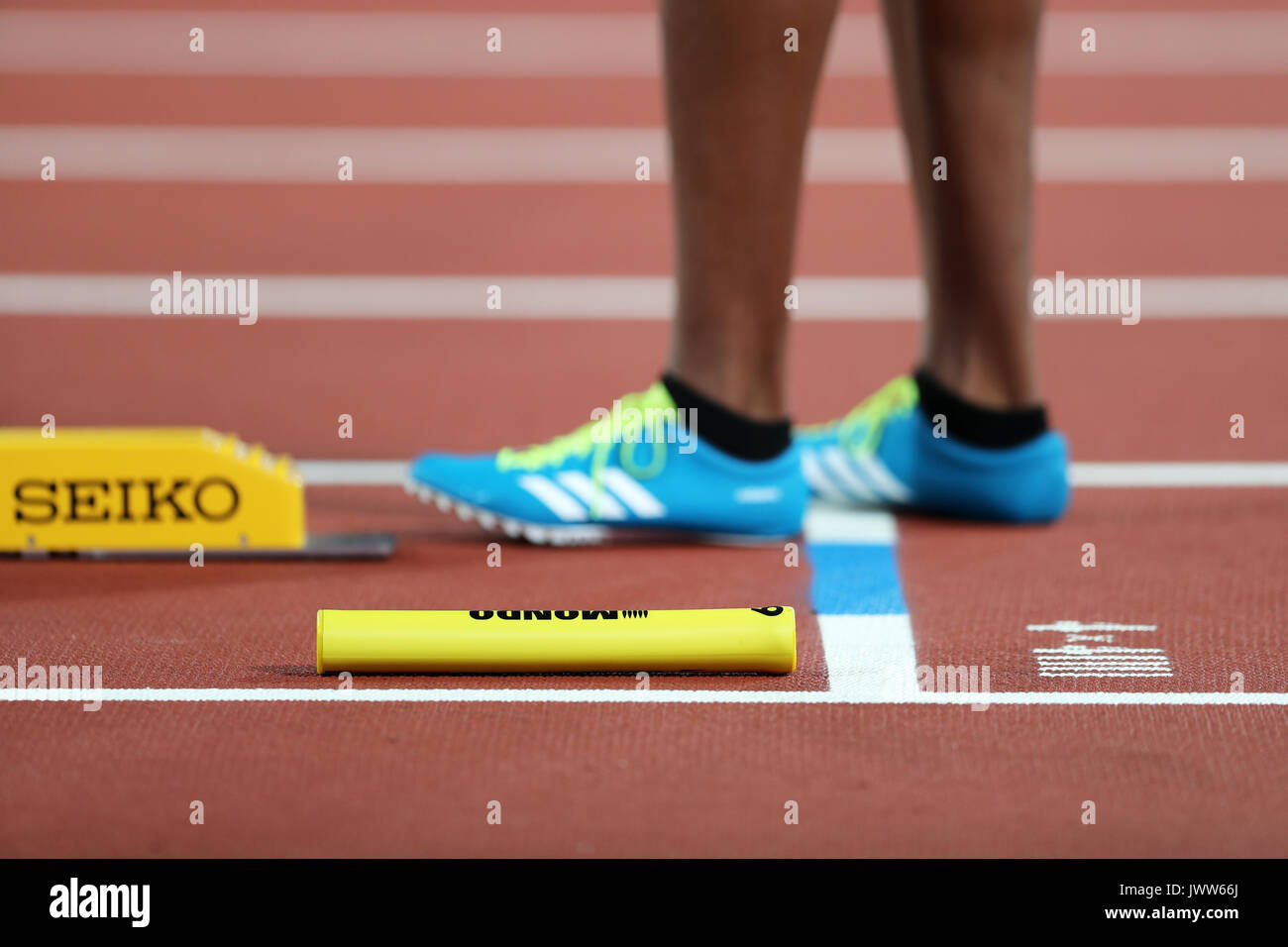 London, UK. 13th August 2017. Chrisann GORDON measuring her starting blocks for the first leg for Jamaica in the Women's 4 x 400m Final at the 2017 IAAF World Championships, Queen Elizabeth Olympic Park, Stratford, London, UK. Credit: Simon Balson/Alamy Live News - Stock Image