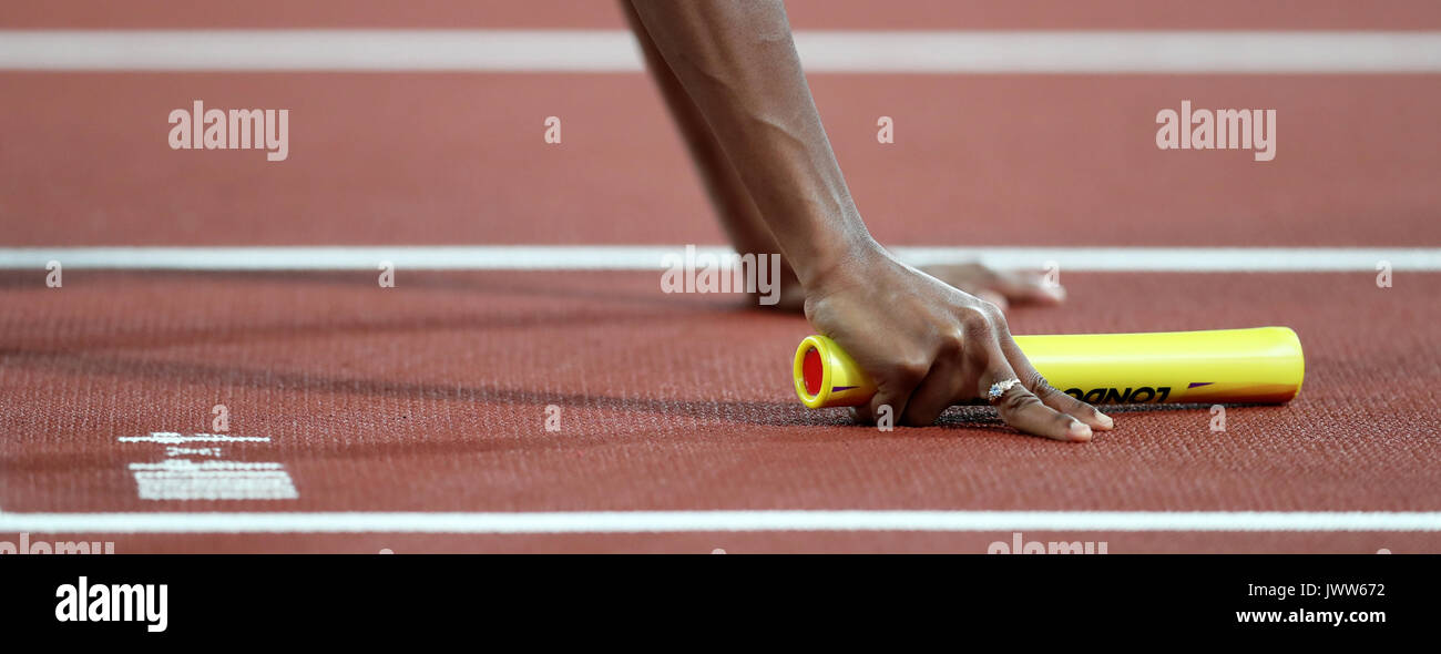 London, UK. 13th August 2017. Chrisann GORDON holding the baton in the starting blocks for the first leg for Jamaica in the Women's 4 x 400m Final at the 2017 IAAF World Championships, Queen Elizabeth Olympic Park, Stratford, London, UK. Credit: Simon Balson/Alamy Live News - Stock Image