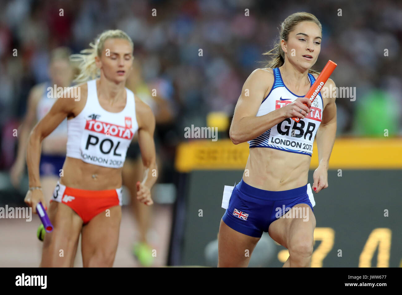 London, UK. 13th August 2017. Emily DIAMOND (Great Britain) & Justyna SWIETY (Poland) on the final leg of the Women's 4 x 400m Final at the 2017 IAAF World Championships, Queen Elizabeth Olympic Park, Stratford, London, UK. Credit: Simon Balson/Alamy Live News - Stock Image