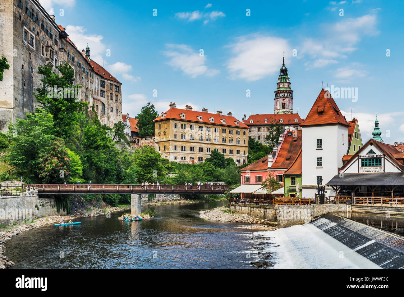 View of the old town of Chesky Krumlov, the Castle Chesky Krumlov and the River Vltava in Bohemia, Jihocesky Kraj, Czech Republic, Europe - Stock Image