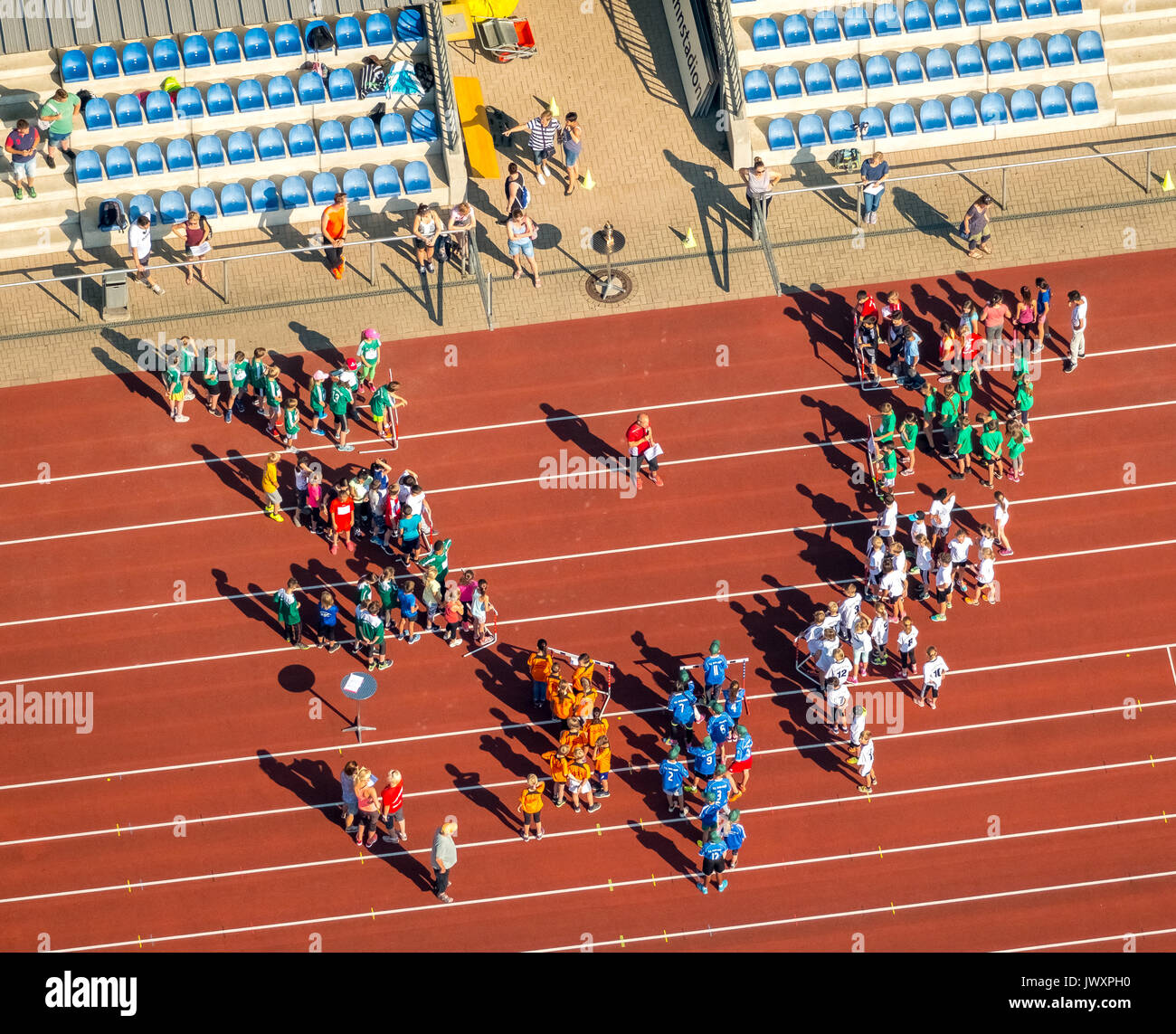 Competitions and organizers announcement on the red running track in Jahnstadion Bottrop, Federal Youth Games, Spportler, sports competitions, school  - Stock Image