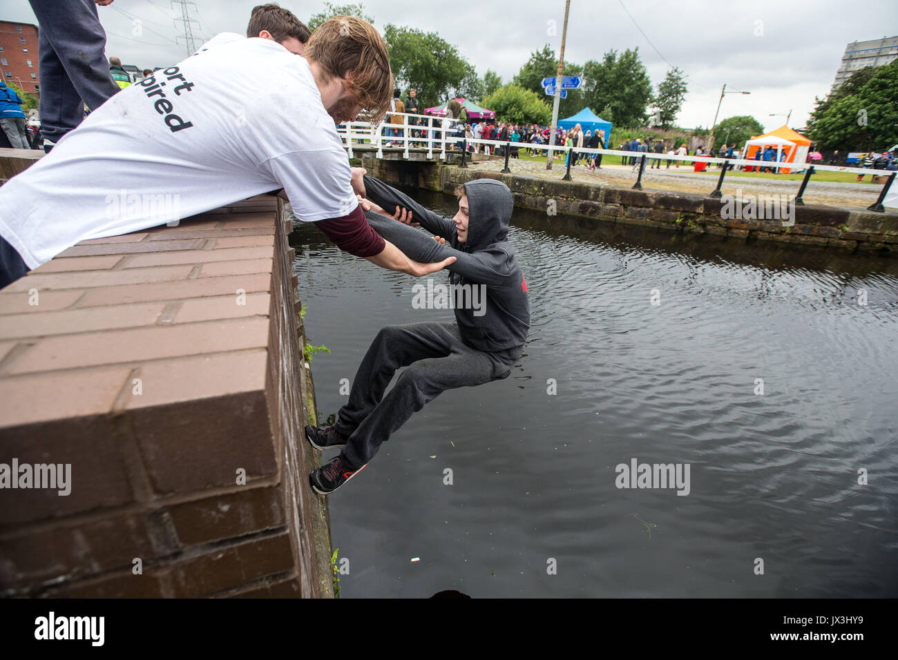 Boys and young men doing parkour - Stock Image