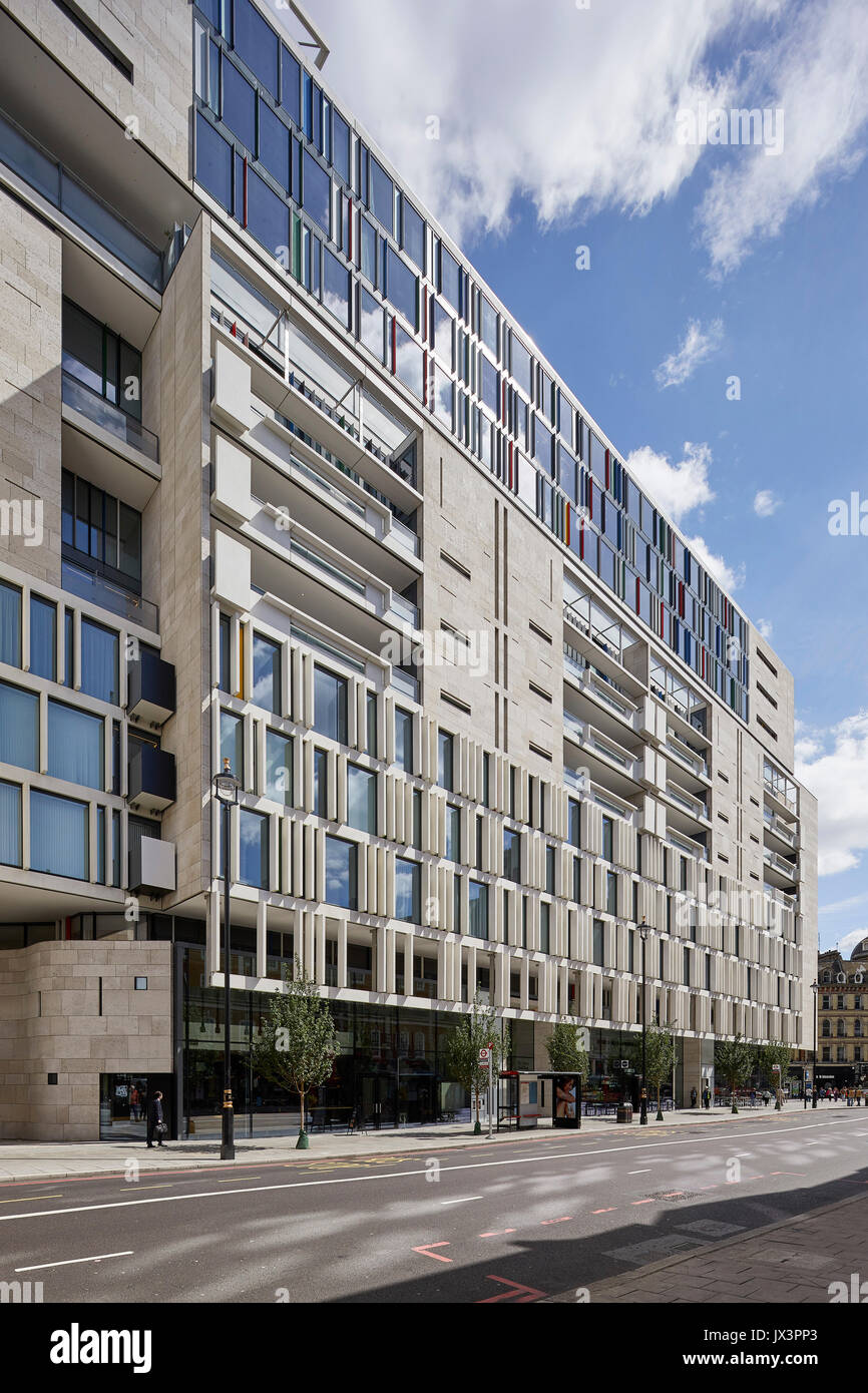 Stone facade rising up over the street below. The Nova Building, Westminster, United Kingdom. Architect: PLP Architecture / Benson & Forsyth, 2017. - Stock Image