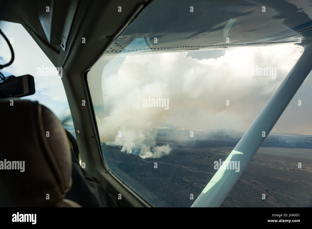 Aerial view from plane interior of Bárðarbunga Holuhraun volcano caldera lava flow in Iceland, October 2014 - Stock Image