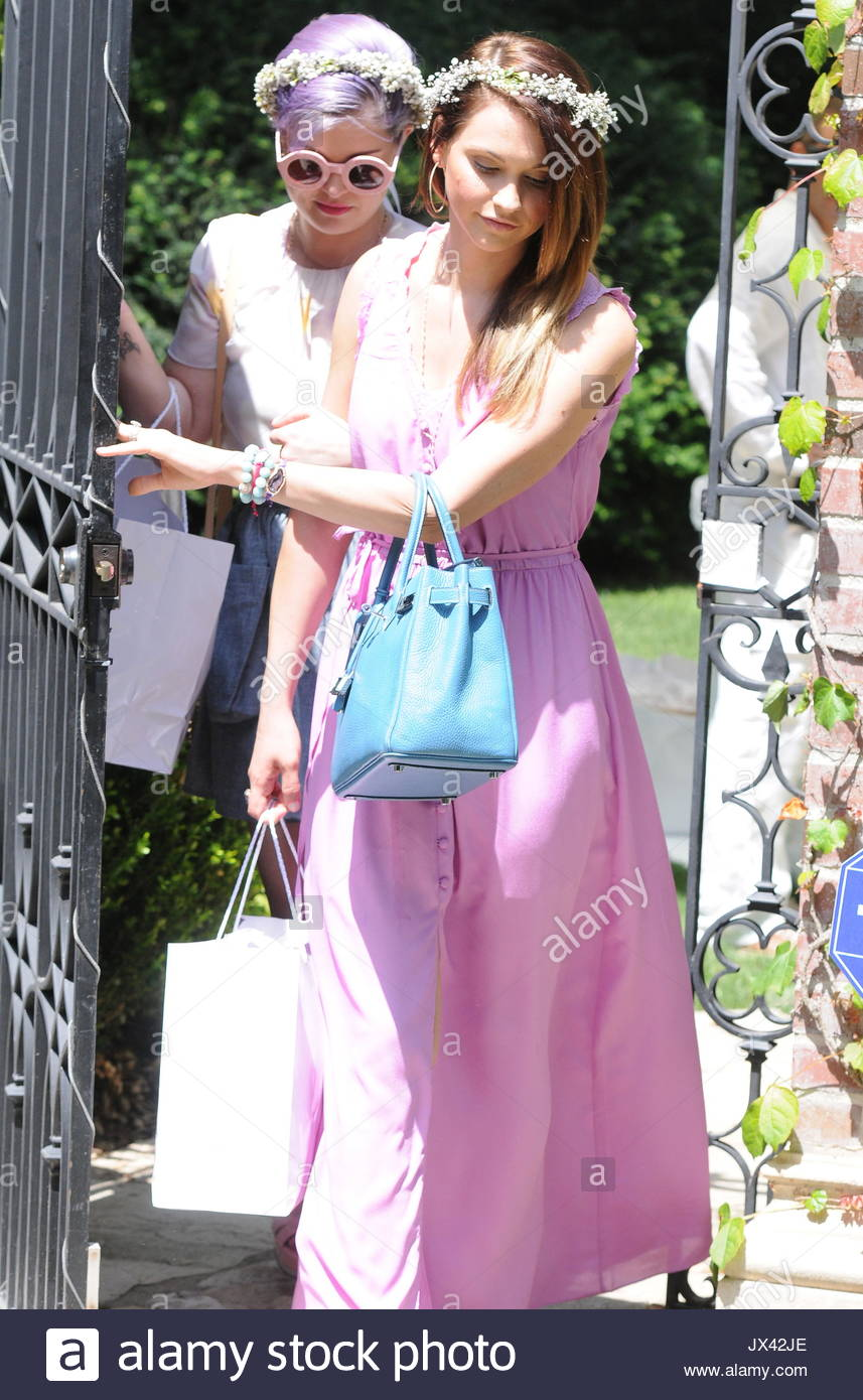Guests Depart Kim Kardashian S Baby Shower Guests Leave Kim Stock